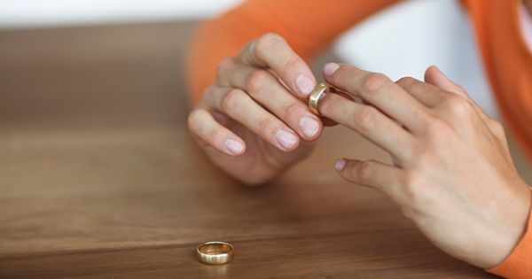 How to Get Rid of Wedding Ring Rash and What Causes It