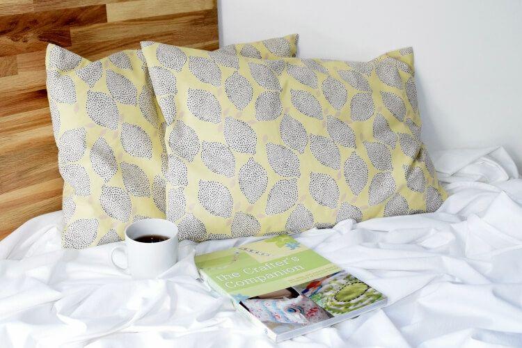 einfaches kissen mit rei verschluss n hen n hen. Black Bedroom Furniture Sets. Home Design Ideas