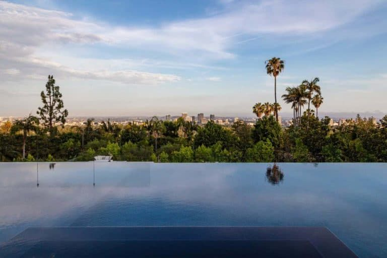 Jaw Dropping Dream Home Overlooking The Los Angeles Skyline Bel Air Road Luxury Homes Dream Houses Los Angeles Skyline