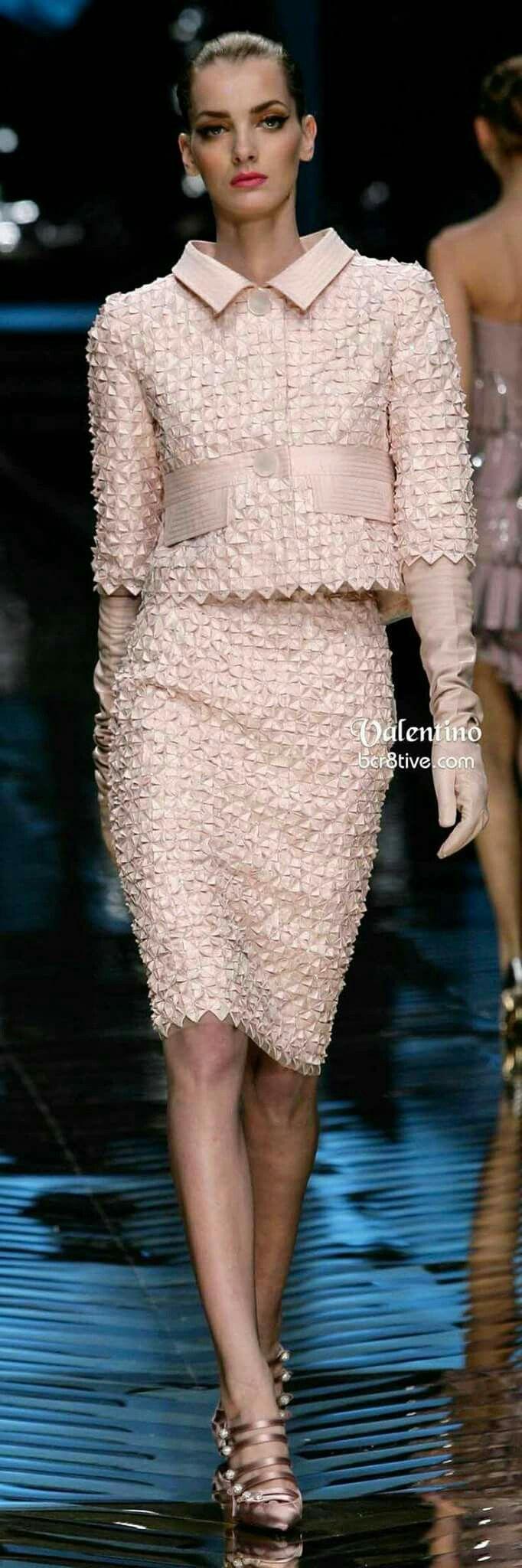 Tailleur valentino haute couture pinterest clothes for Haute couture suits