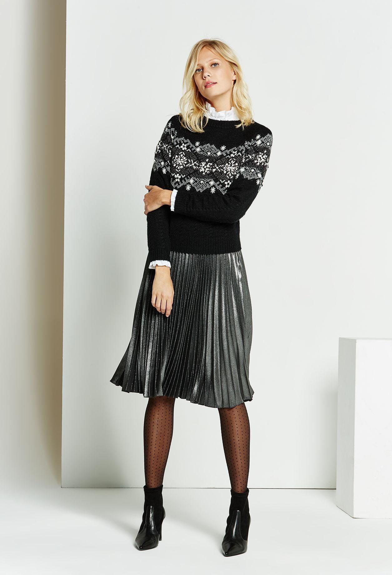 La jupe plissée prend une longueur davance