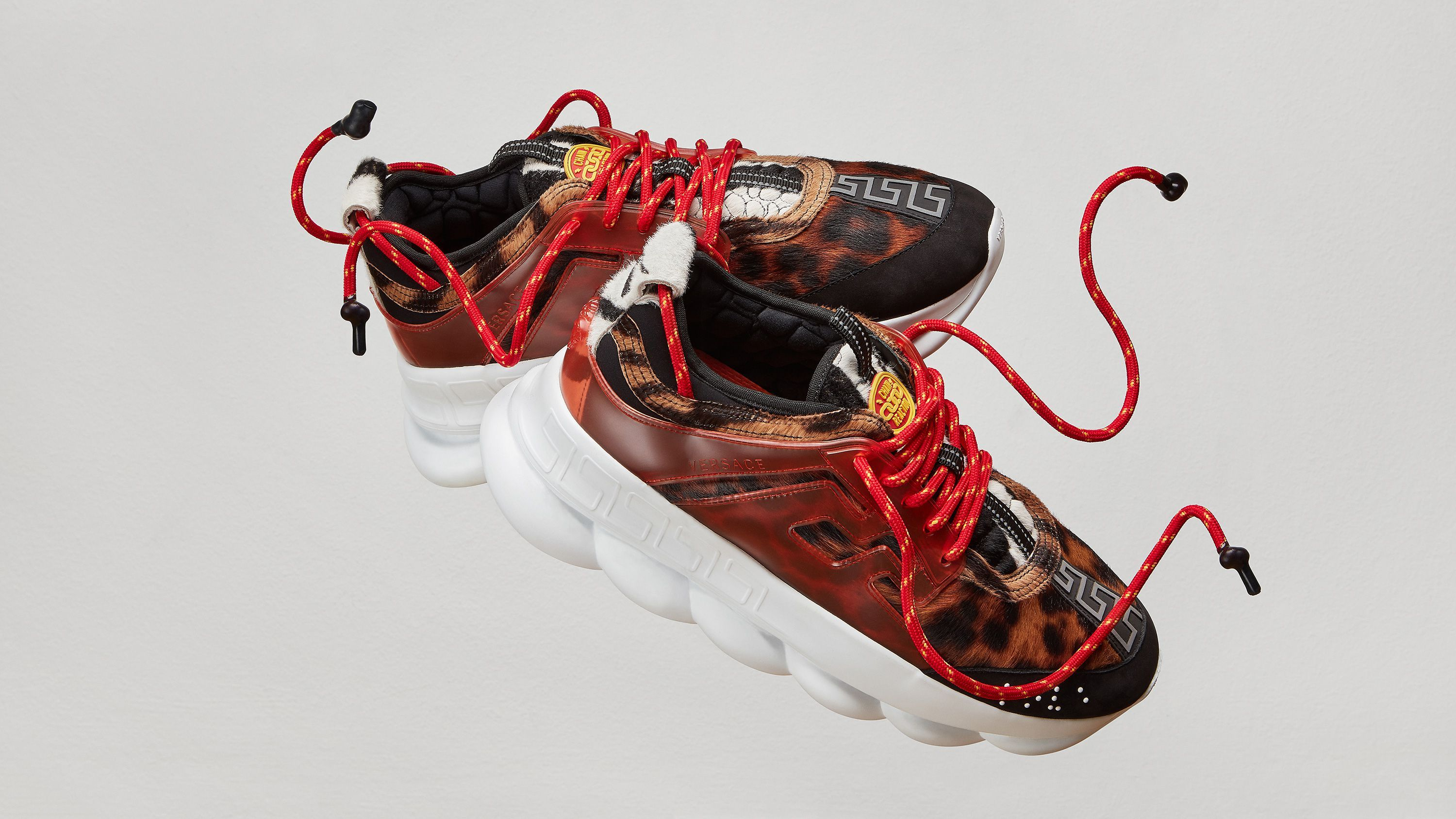 382dbe49 Las Versace Chain Reaction hacen boom en la Milan Men's Fashion Week ...