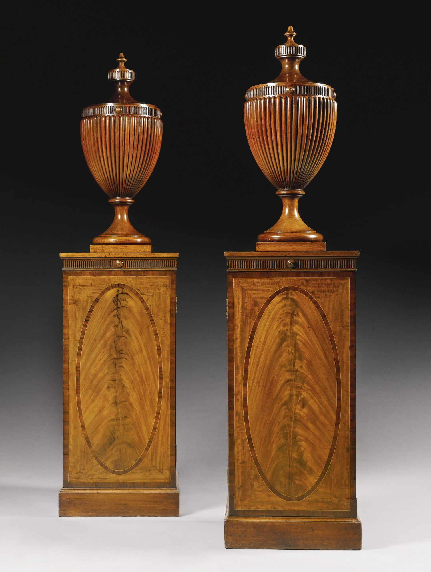 A Pair Of Late 18th Century English Neoclassical Urns On