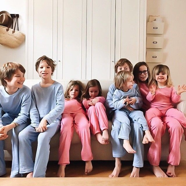 A beautiful family week-end ☀️⛵️ thank a lot @courtneyadamo for this amazing picture with these lovely kids! #petitbateau #pyjamas #easter #chocolate #kids #love #family #spring #april #cute