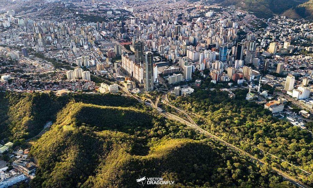 La Patilla On Instagram Caracas Montañas Sentimiento Nacional El Otro Lado De La Ciudad Foto Vectordragonfly City City Photo Photo