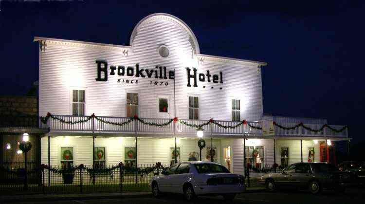Brookville Hotel In Abilene Ks Country Fried En With All