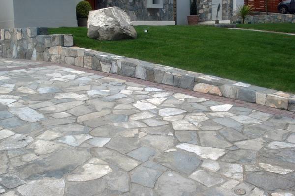 De piedra este es el piso m s resistente y duradero for Pisos para cocheras y patios