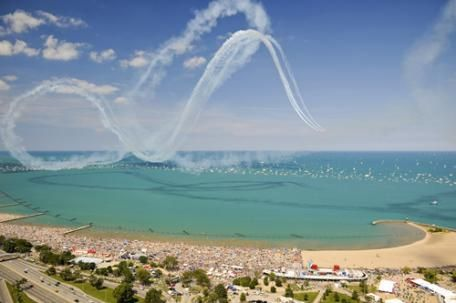Get your spot early to enjoy the Air & Water Show! #Chicago #AirandWaterShow
