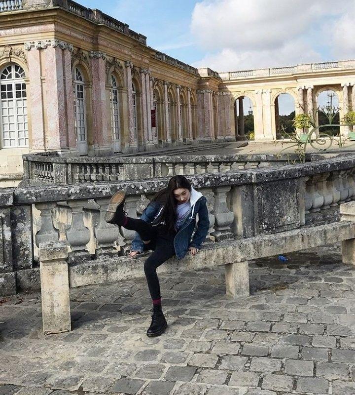 Fettsack bumst Queen Paris im Möbelhaus