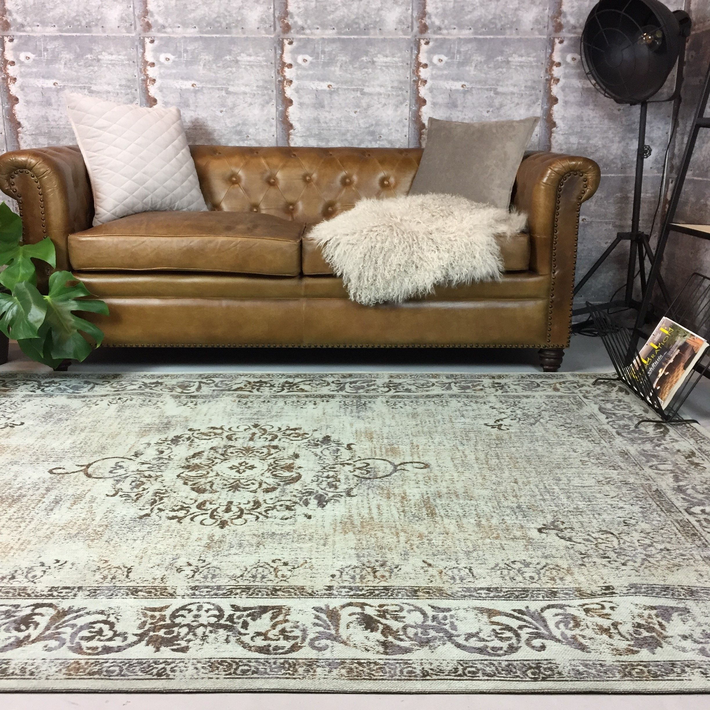 Maak jouw woonkamer af met een mooi vintage vloerkleed! #vintage ...