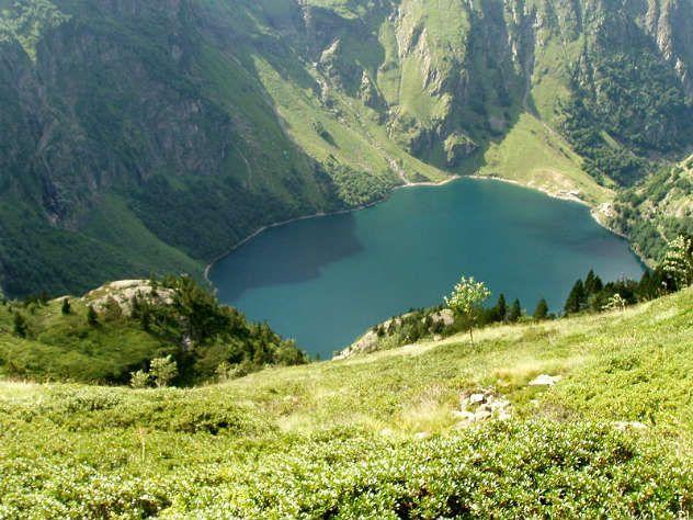 Lac d 39 o haute garonne connu pour sa grande cascade de 275 m tres de hauteur qui d verse l eau - Office tourisme haute garonne ...