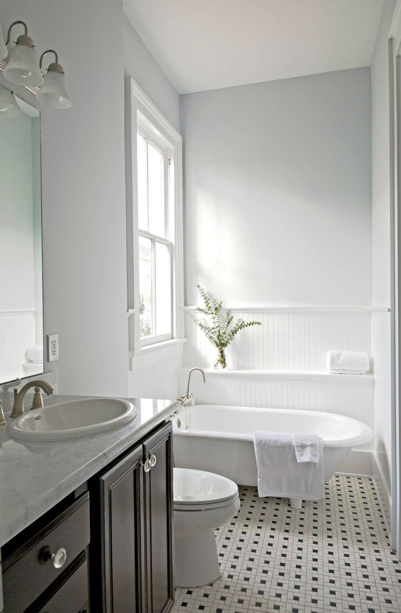 Modern #updates to #traditional #bathroom - Southern Homes ...