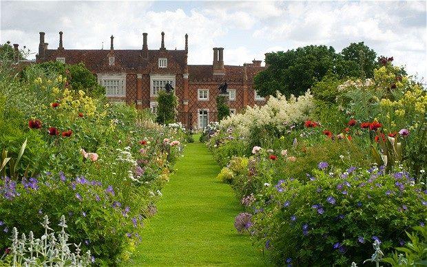Helmingham Hall English Garden Design English Garden Amazing Gardens