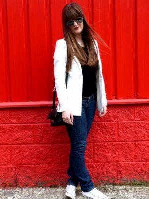 noestrivial Outfit  blanco negro vaqueros Jeans simple converse comfy levi's blazer blanco  Primavera 2012. Cómo vestirse y combinar según noestrivial el 4-6-2012