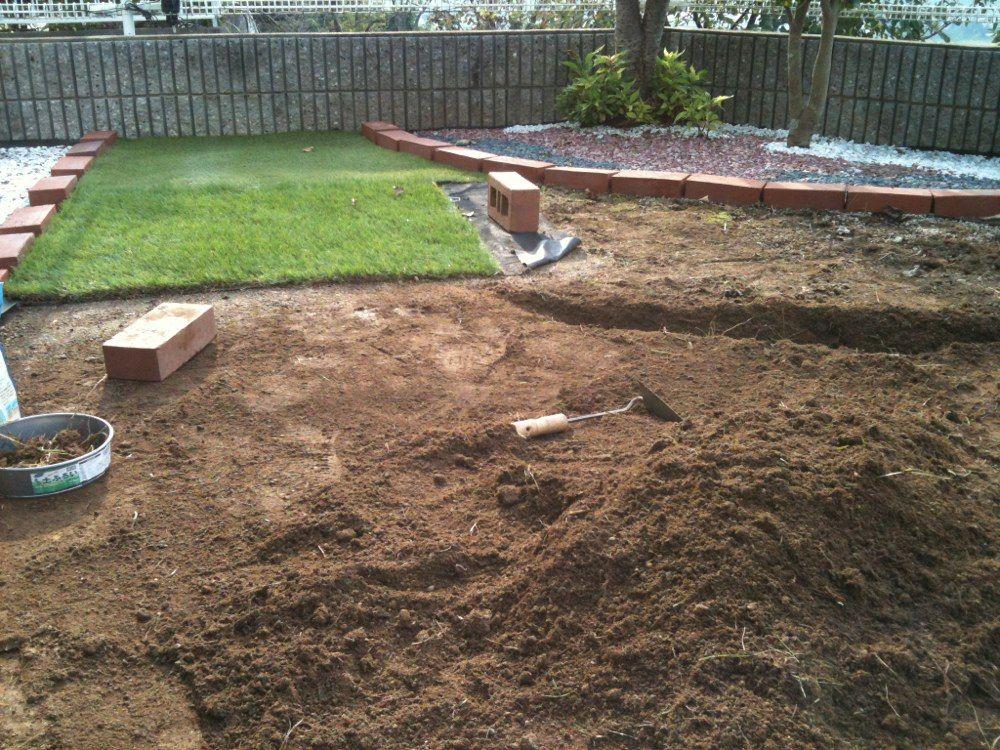 雑草対策diy ひとりぼっちで人工芝を庭へ施工 ボンビー生活なくせ