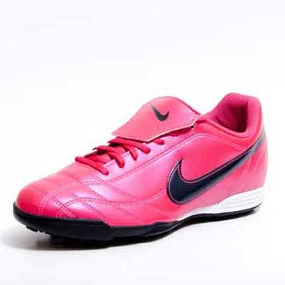 Chuteiras Femininas para Futebol e Futsal  Fotos e Modelos ... 4aae23a1b12c5