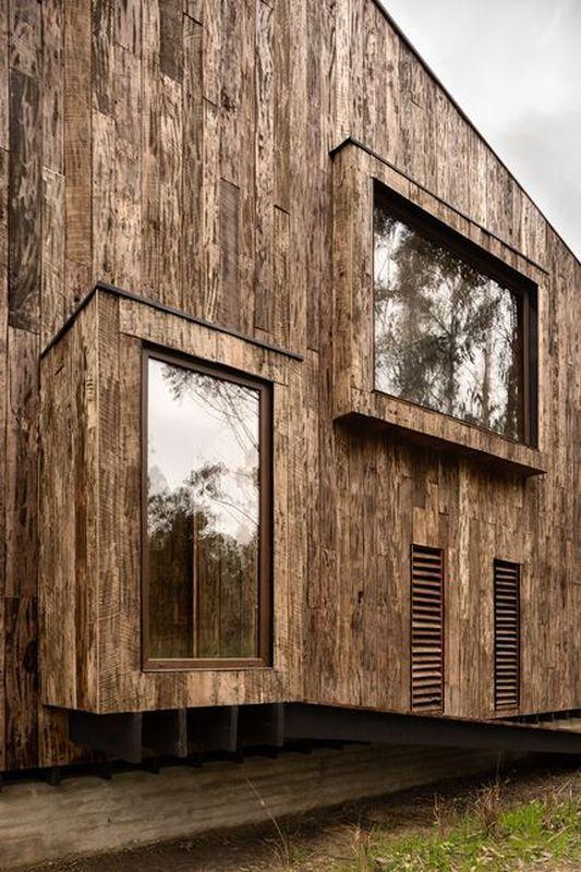 Maison chilienne façon cabanon et son bardage en bois brûlé