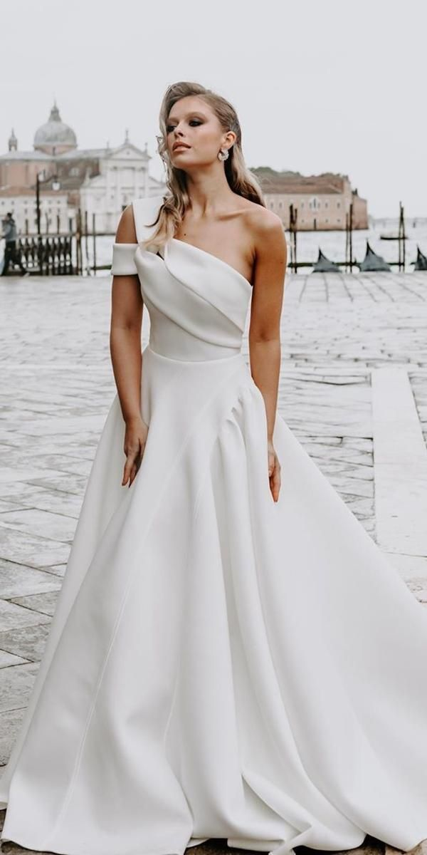 24 Modern Wedding Dresses From Top Usa Designers Wedding Dresses Guide Modern Wedding Dress Wedding Dresses A Line Wedding Dress