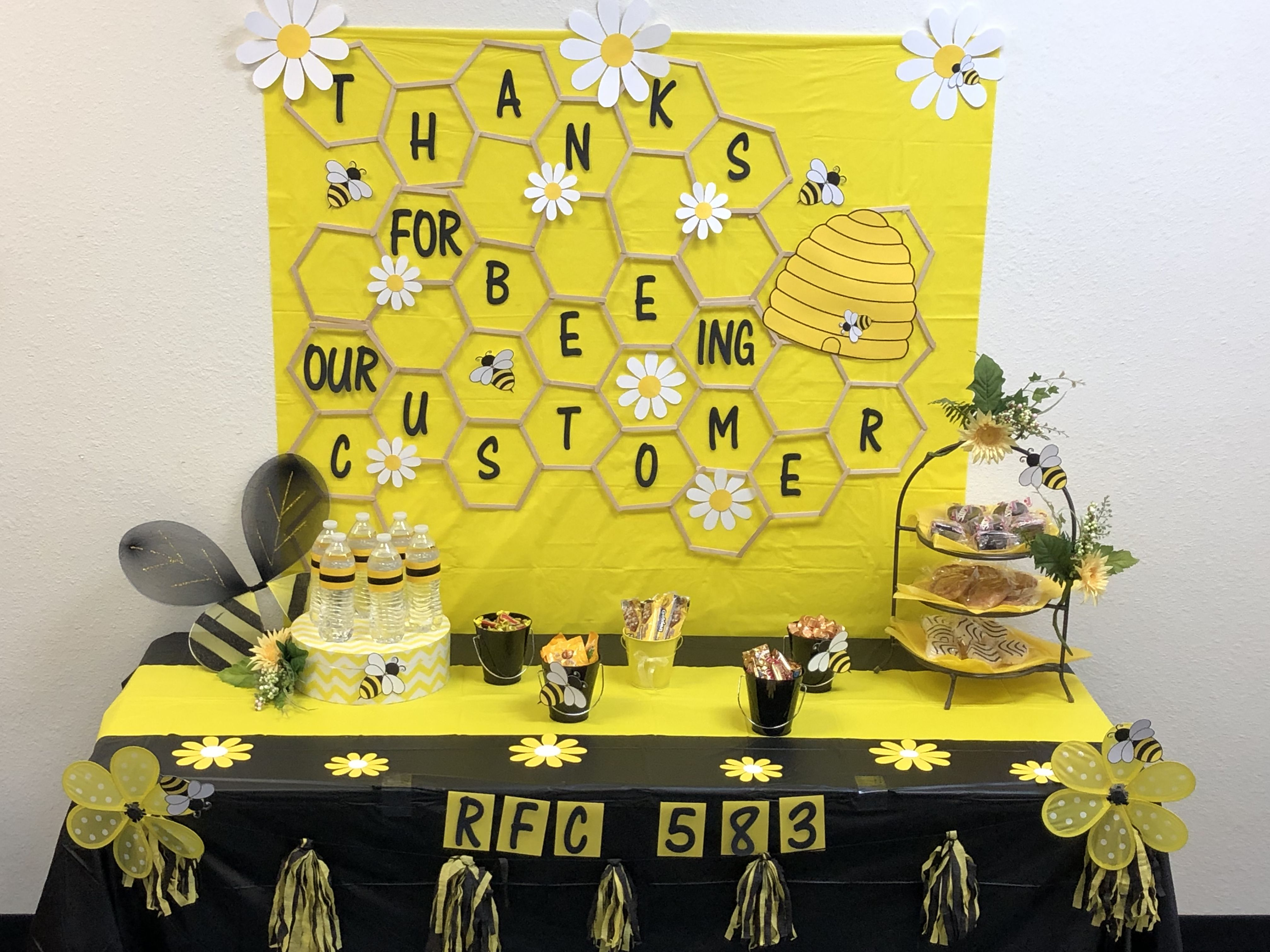 Pin By Ruby Selcer On Party Bee Theme