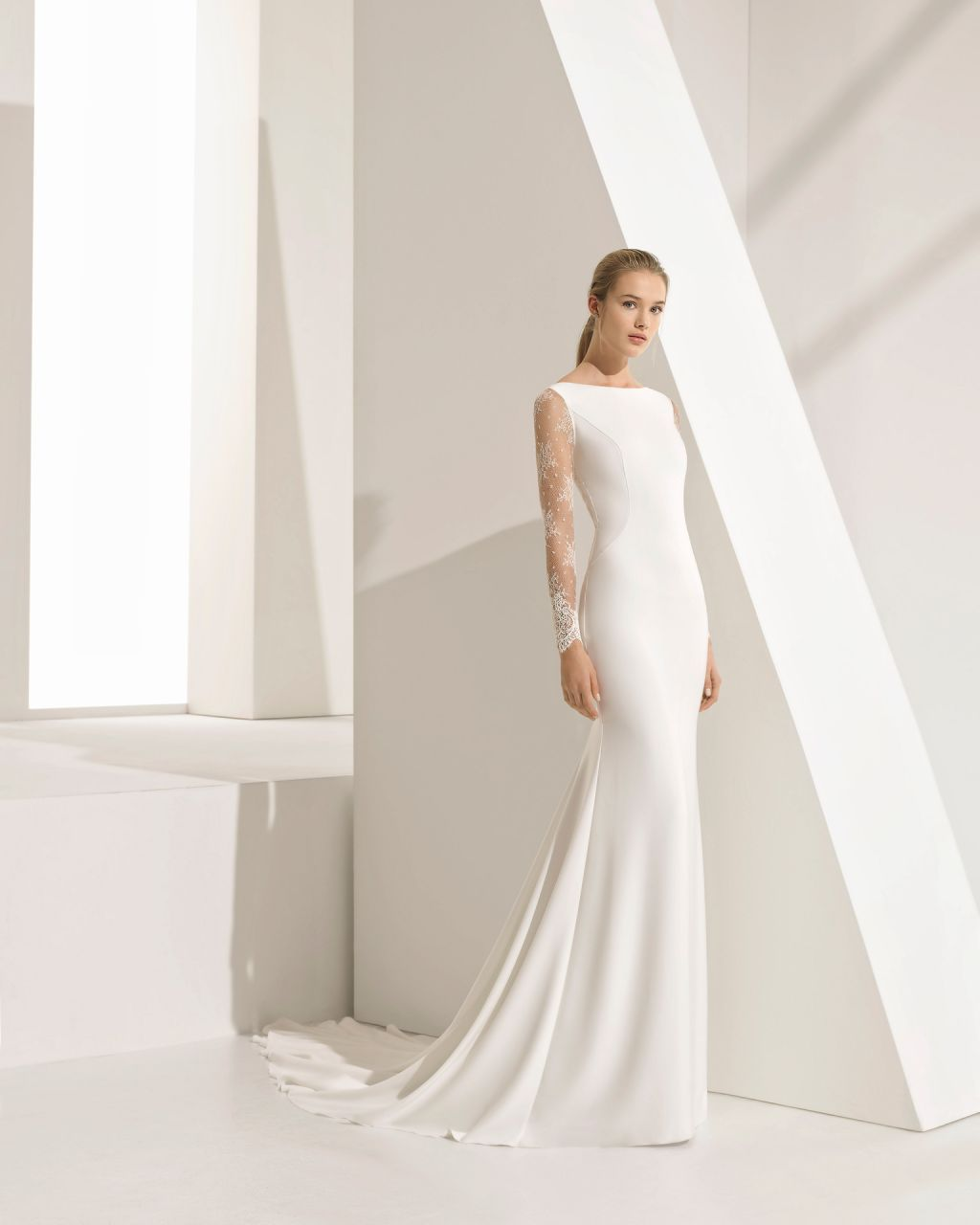 de18c7fe1d1 7 vestidos de novia minimalistas que prueban que este 2018 menos es más