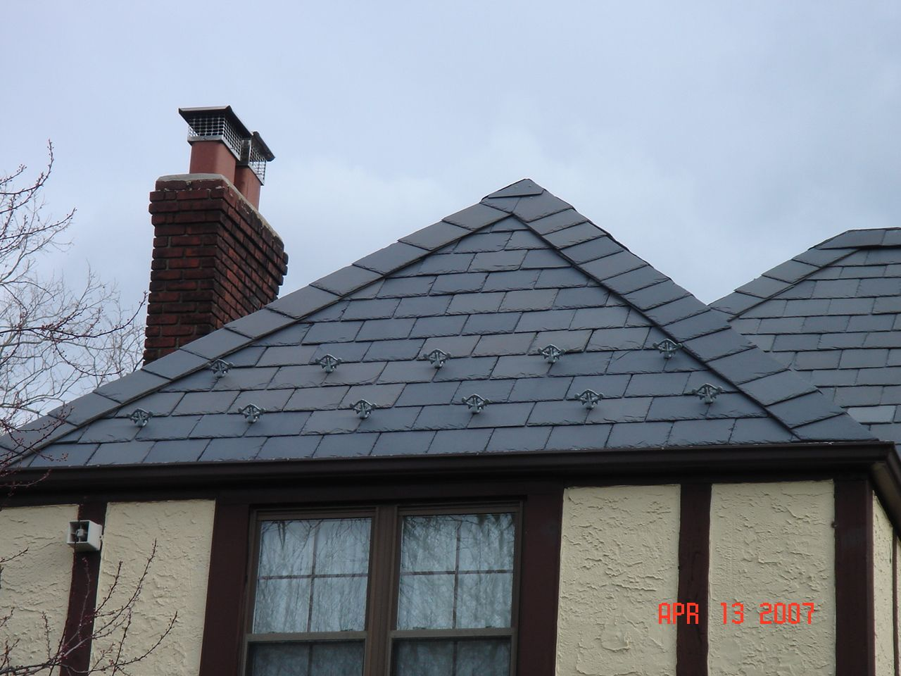 Slate Roofing Is A Cost Effective Choice For Homes And Properties Experiencing The Humid Summers And Wet Winters Of Nassau County Roofing Slate Roof Shingling
