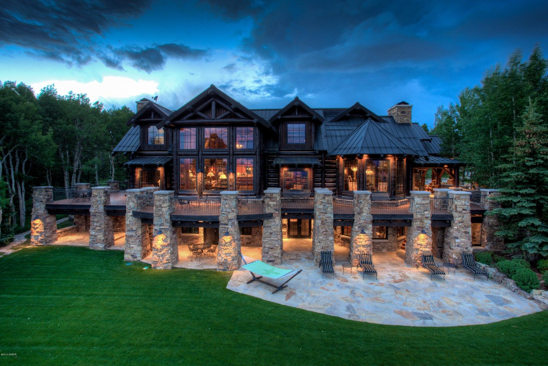 High plains colorado luxury recreational horse ranch ski for Country mountain homes