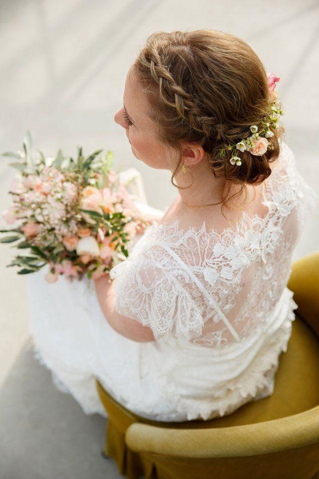 Bloemen In Je Haar Op Je Bruiloft Bruidskapsel Bloemen Haar Bruidskapsel Met Vlecht