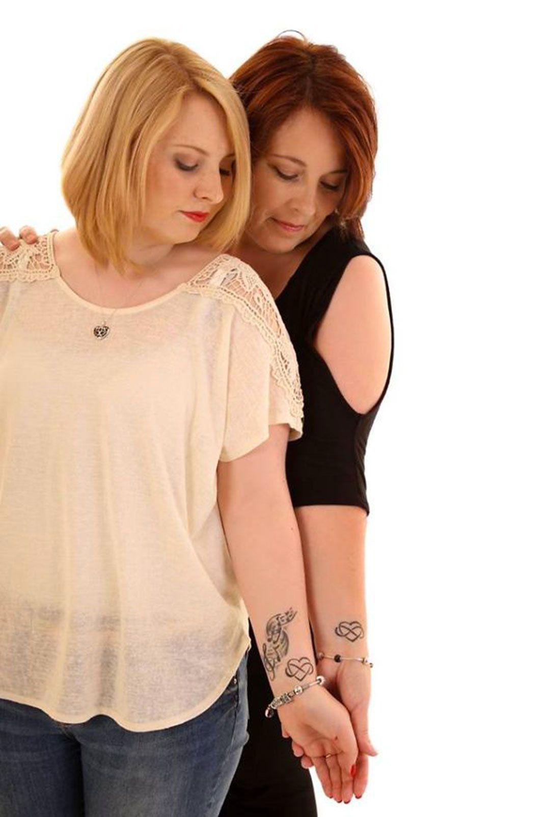 tatouage meilleure amie poignet coeur