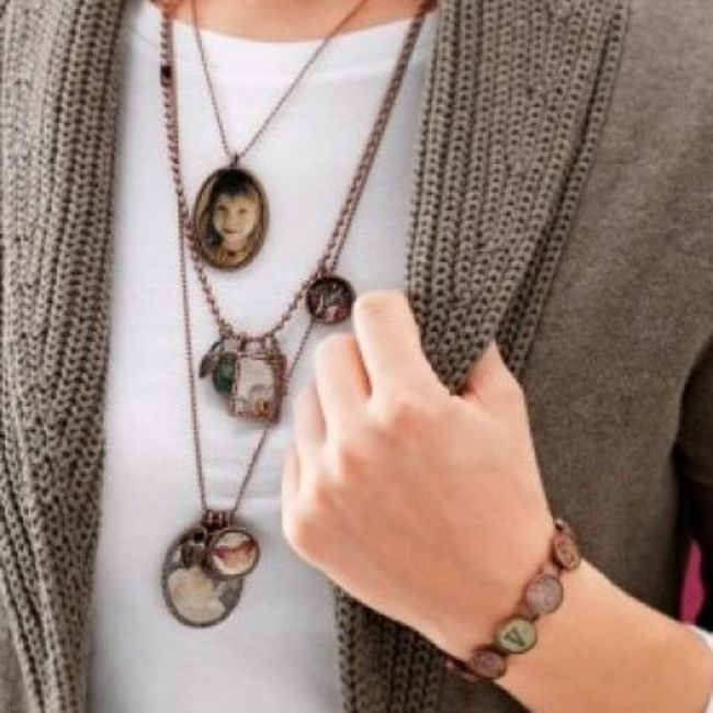 DIY Photo Jewelry {Tutorial}
