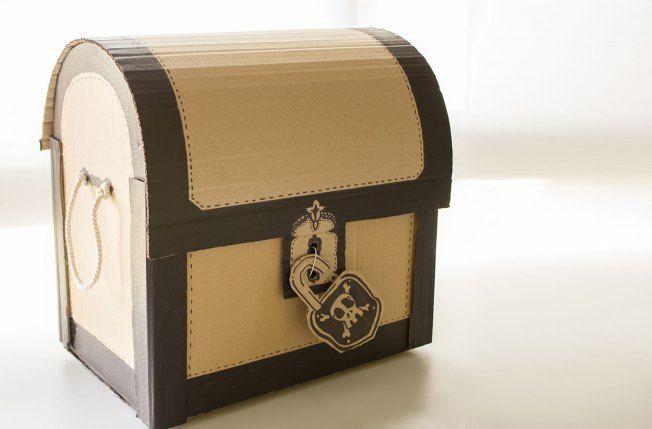 cofre del tesoro con caja de cartón @Tejemaneje
