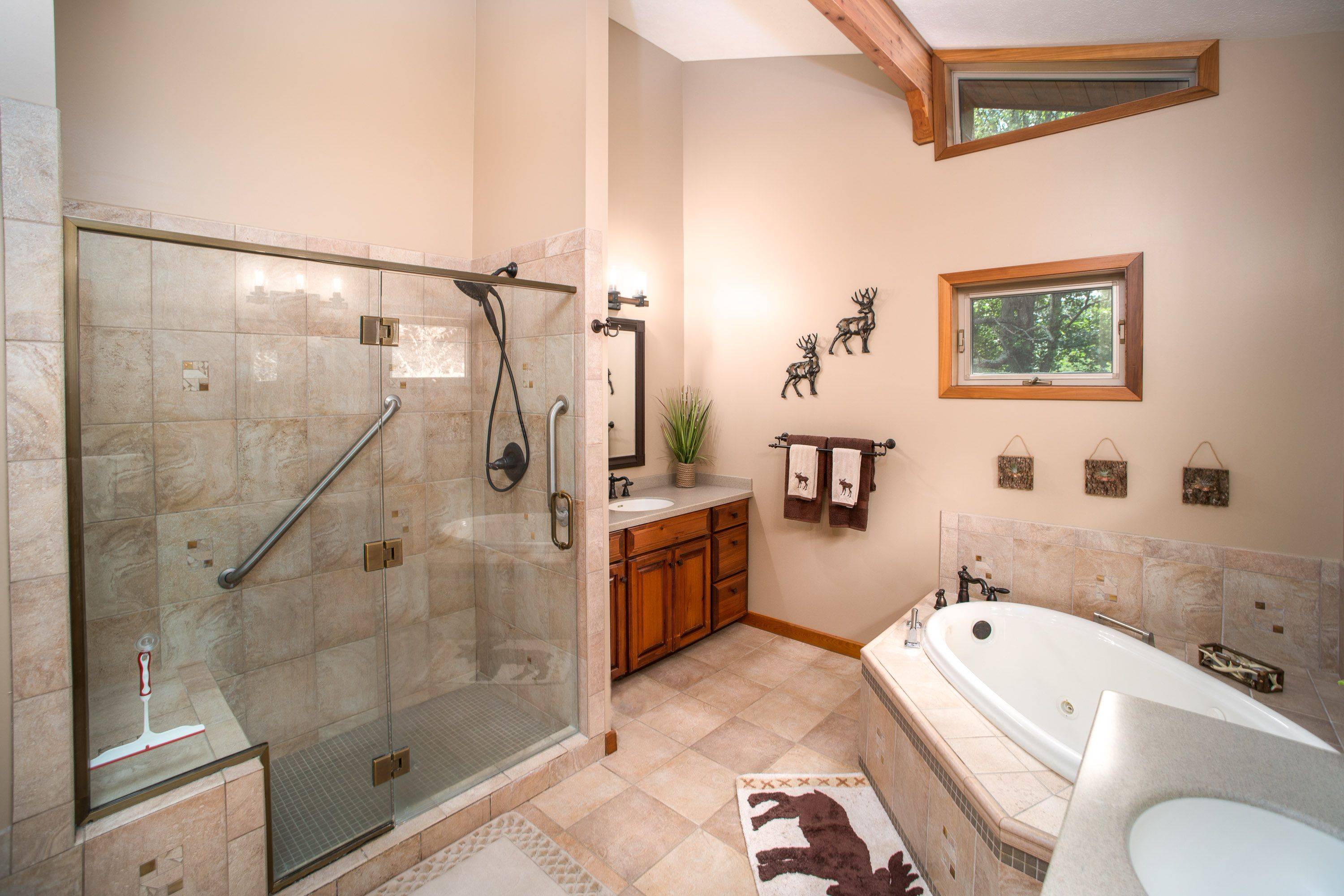 Large Shower + Garden Soaker Tub with Jets! Dual Vanities! Love this ...