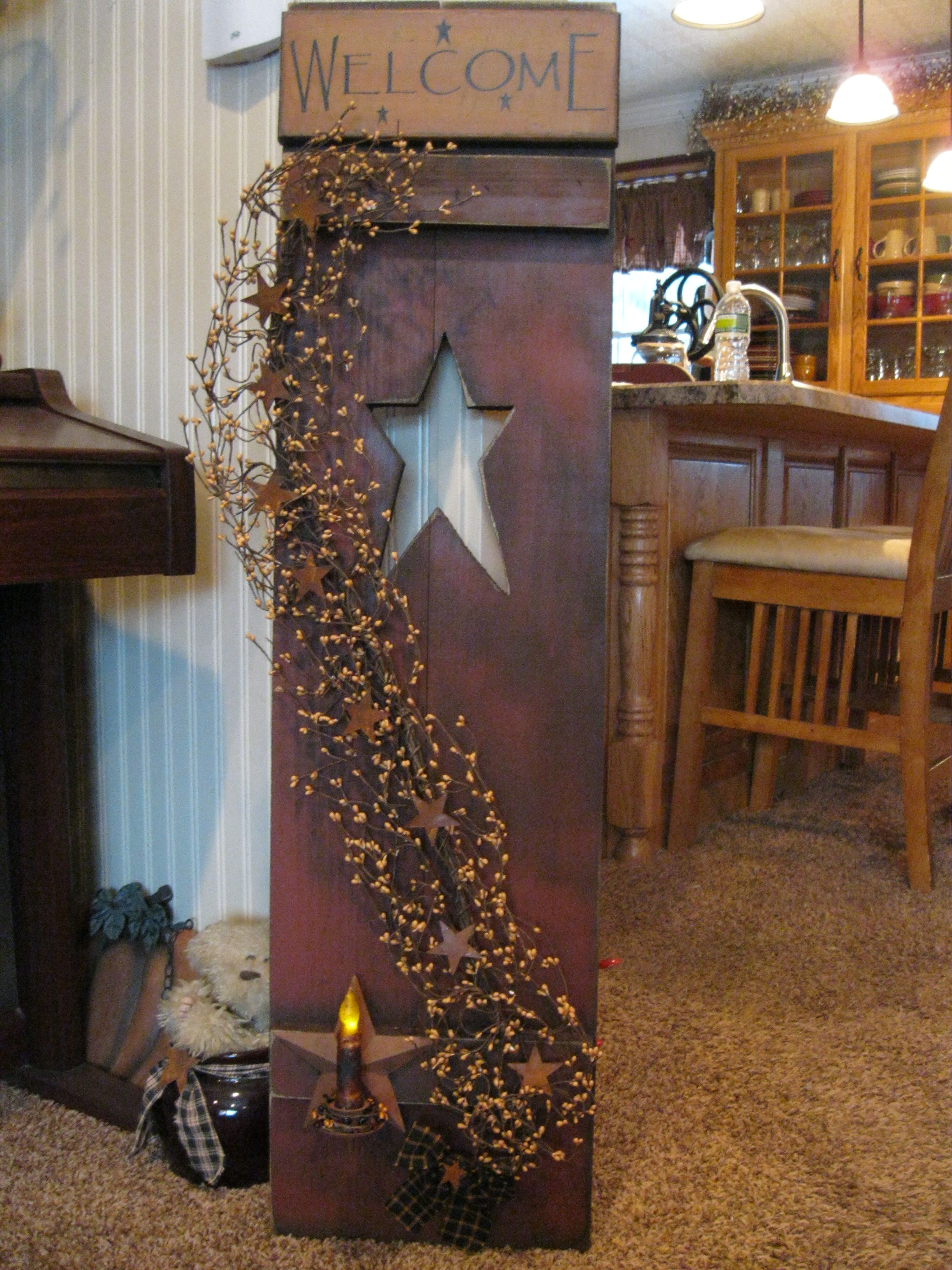 36 Stylish Primitive Home Decorating Ideas: Primitive Shutter..this Will Be Something I Make For My