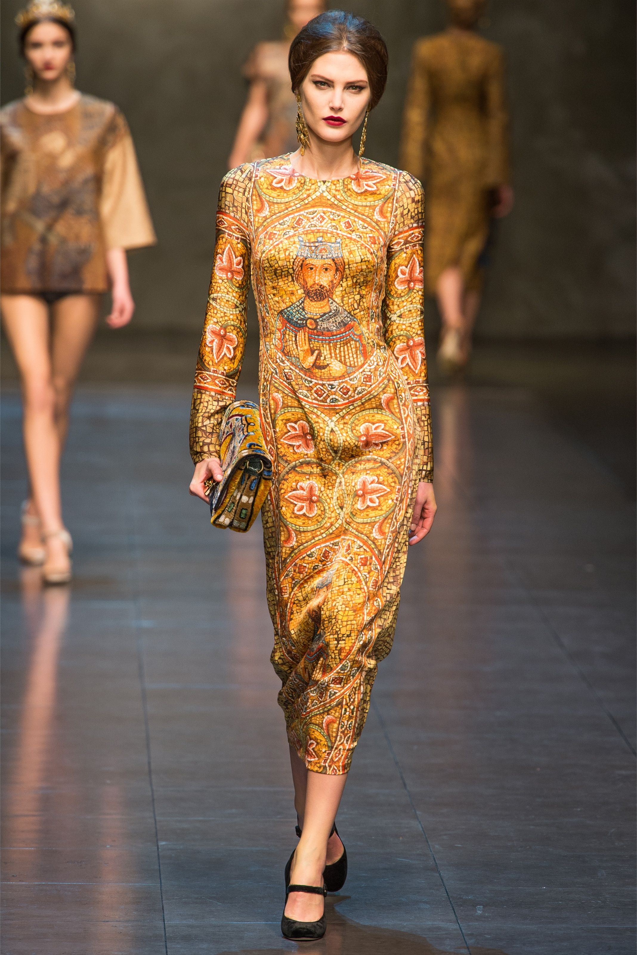 More Dolce   Gabbana - Collections Fall Winter 2013-14 - Shows - Vogue.it f51772a760e