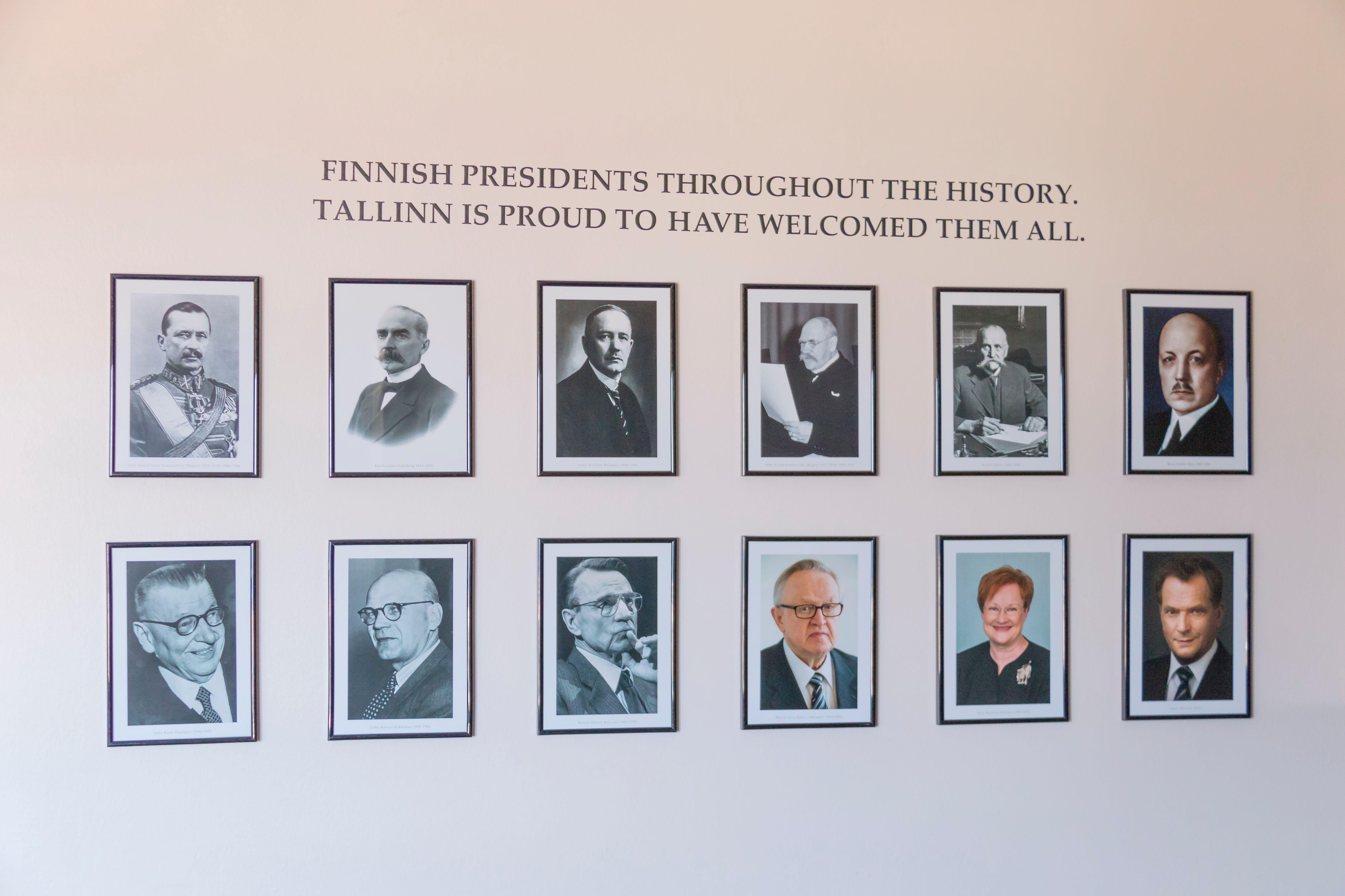 Huone 1806: Suomen suurlähetystö. Huone 1806 on sisustettu Suomen Tallinnan suurlähetystön huonekaluilla ja esineillä. Suurlähetystössä suomalaiset ovat käyneet ratkomassa kiperiä tilanteita. Huoneen seinää koristavat Tallinnassa virallisesti vierailleiden presidenttien valokuvat. Huone symboloi Suomen ja Viron poliittisia siteitä ja siellä voi tuntea itsensä hetken suurlähettilääksi. #originalsokoshotelviru #eckeröline