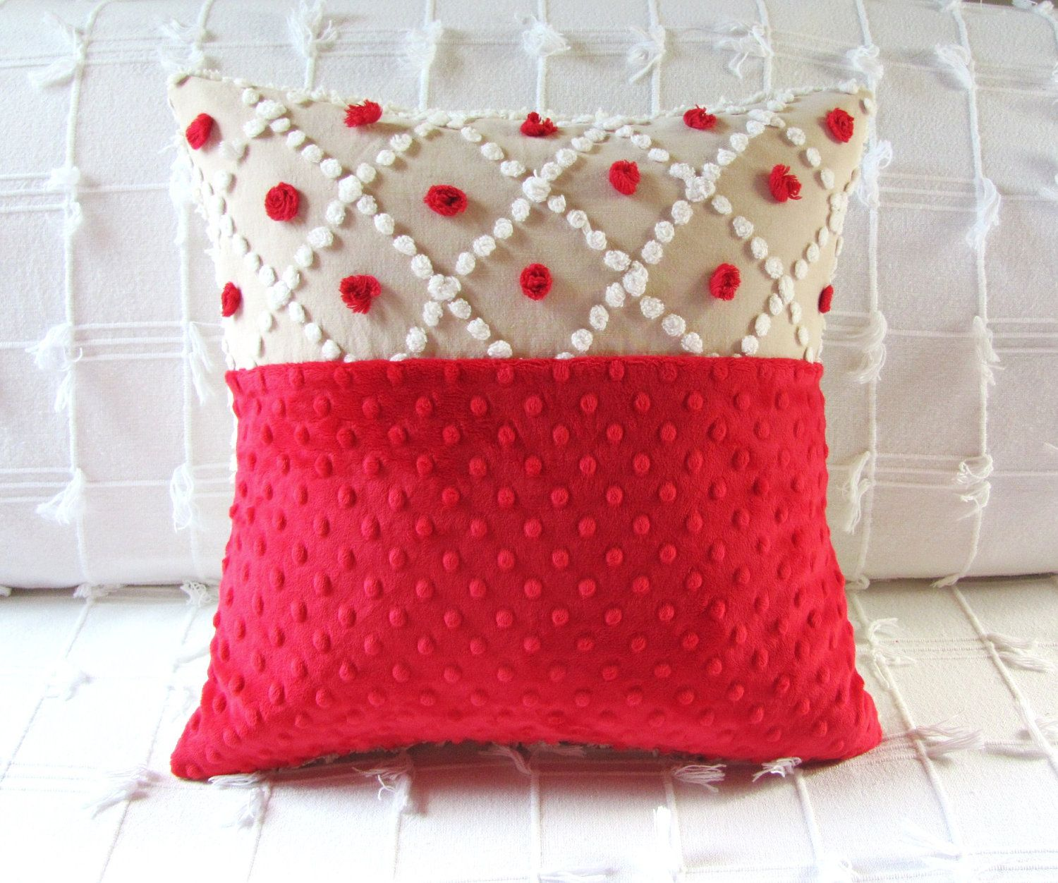 Throw Pillow Decorating Ideas : Christmas Decorating Ideas: 10 Pretty Holiday Pillows Pillows, Christmas pillow and Holidays