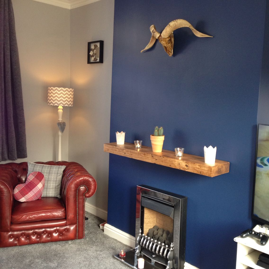 Decorating Ideas Dulux: Sapphire Salute / Chic Shadow / Feature Wall / Navy And