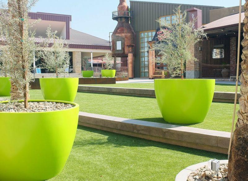 Grosse Pflanzkubel Effektvoll Im Garten In Szene Setzen Grosse