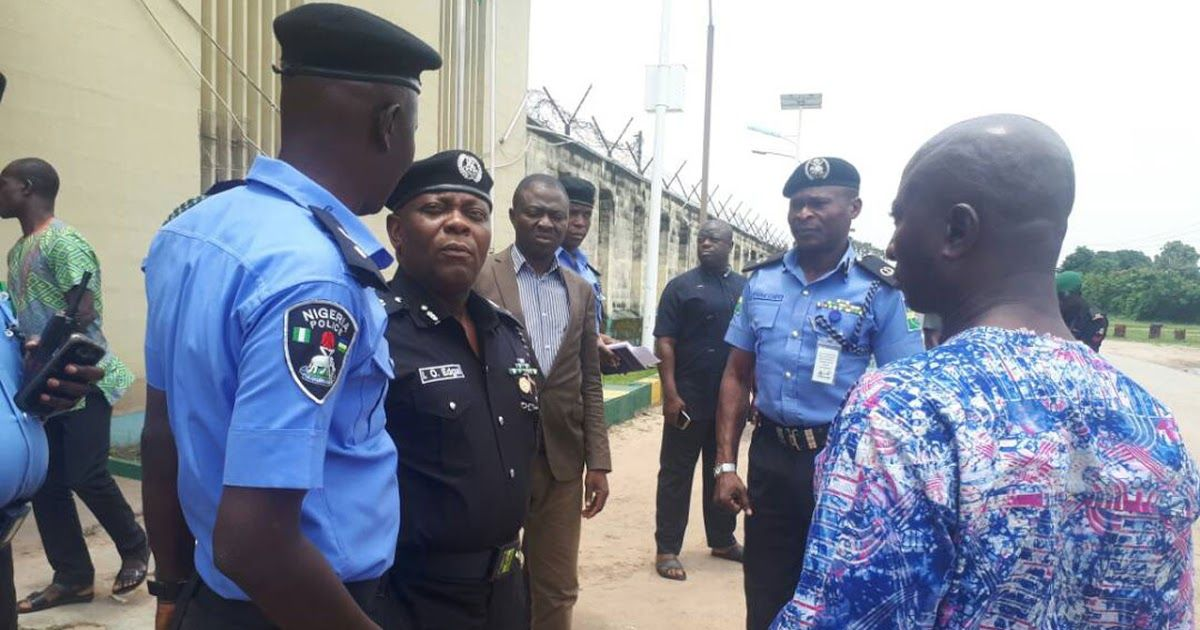 Police nab 5 armed robbery suspects in Lagos Robbery