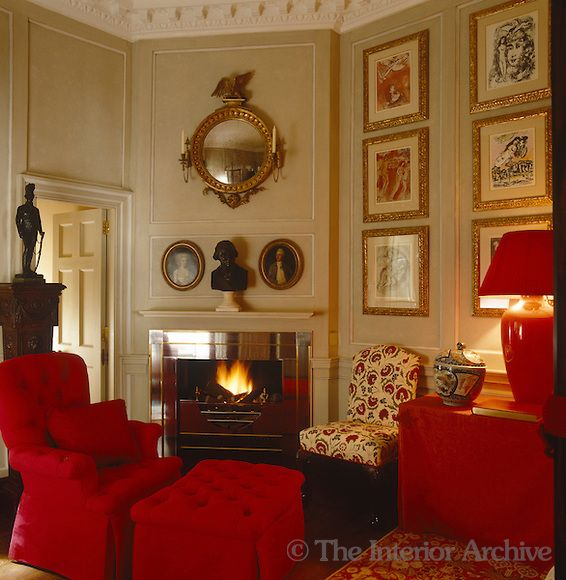 John Stefanidis A Small Odd Shaped Sitting Room With Fireplace And Predominantly Red Upholstered Furniture In Soho Lo Salas Living Room Pretty Room Interior