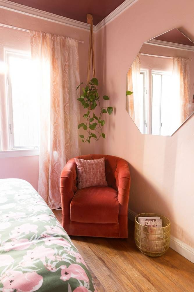 A '70s-Inspired Bedroom Makeover That's Pretty and Pink ...