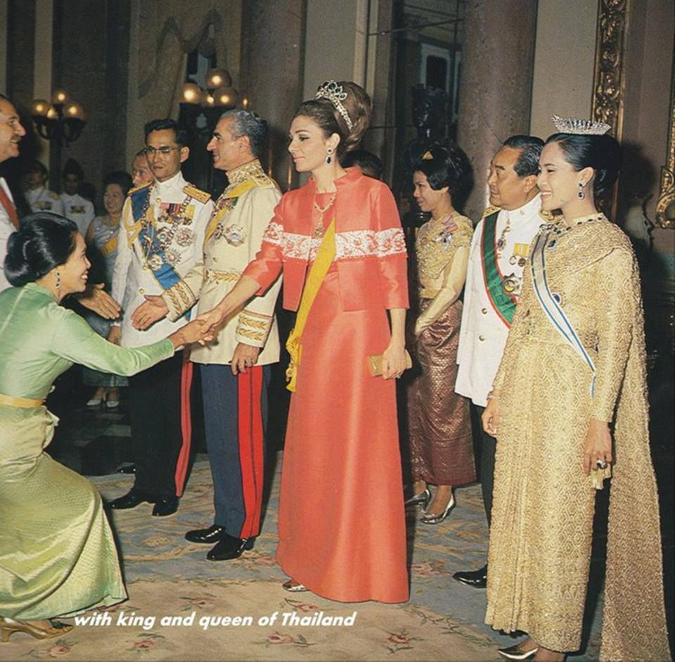 Shah and empress pahlavi entertain the king and queen of for Shah bano farah pahlavi