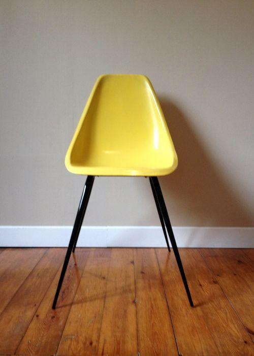 Une Chaise Coque Cigogne Chaise Cigogne Fibre De Verre