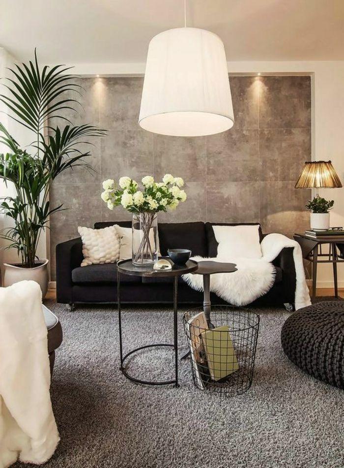 muebles de salon, salón pequeño con sofá negro con cojines blancas