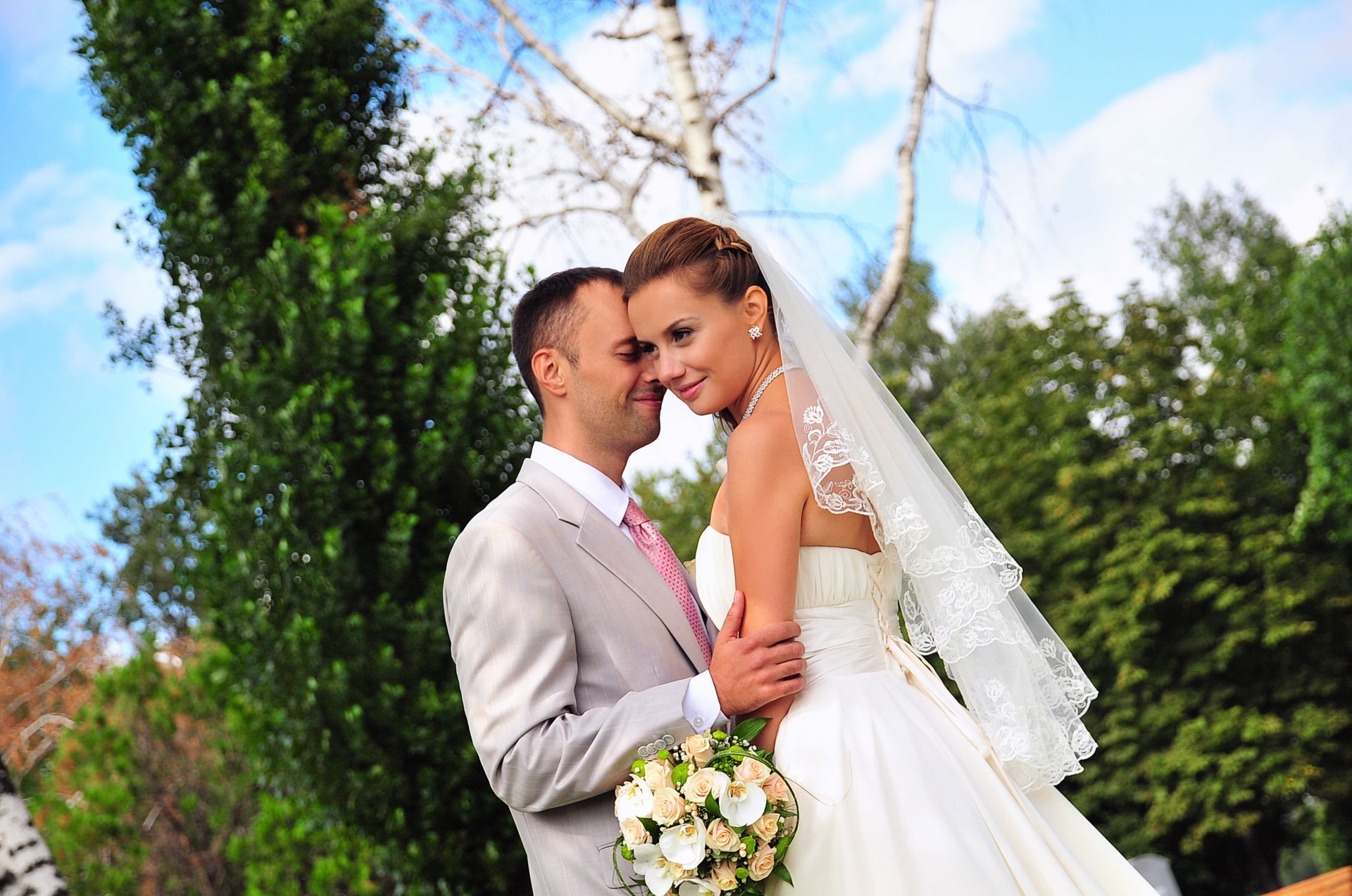Кольцо у проскуряковой на свадьбе фото обручальное ведро беленький