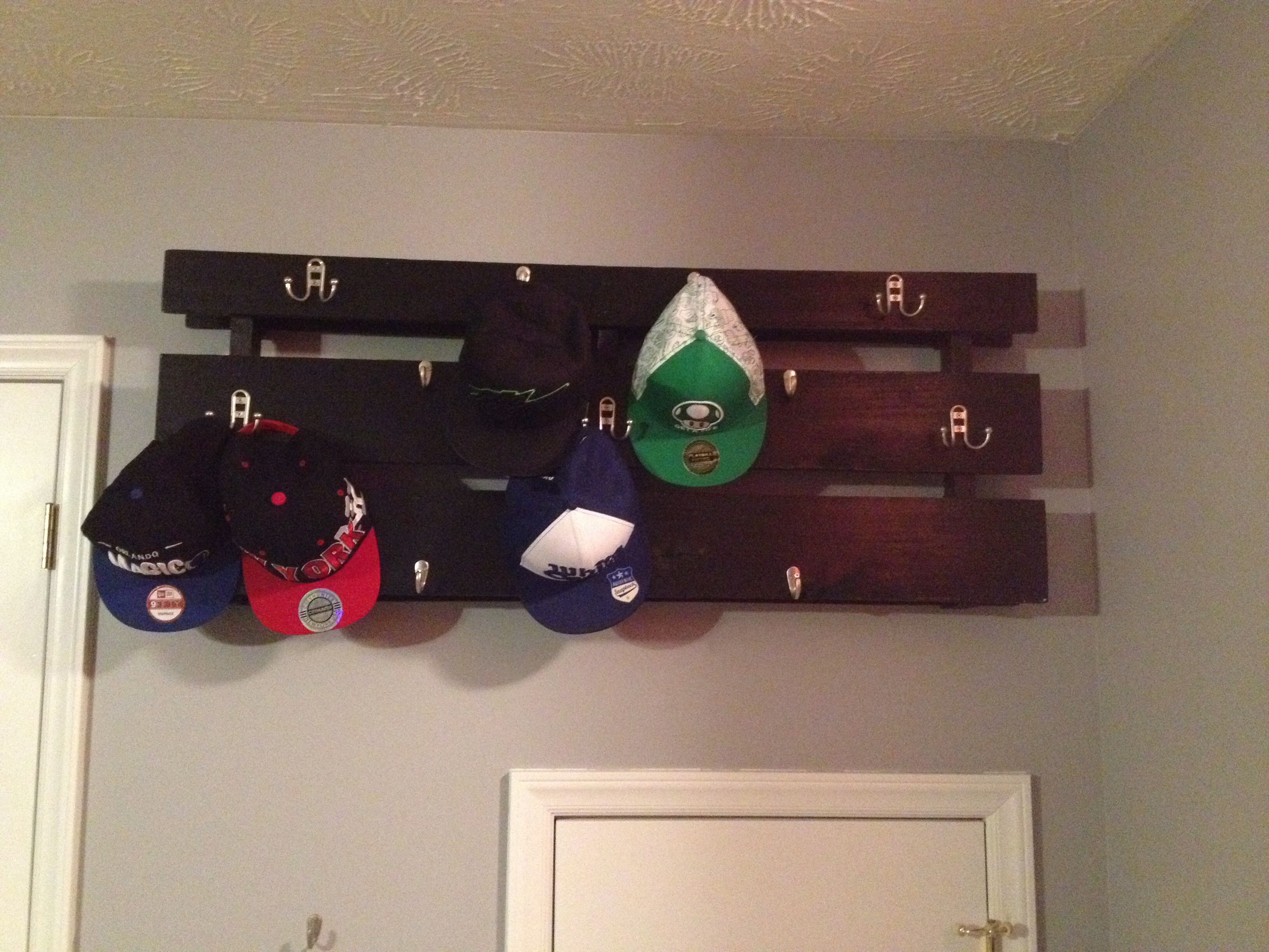 pallet hat rack pic2 modern room cool ideas