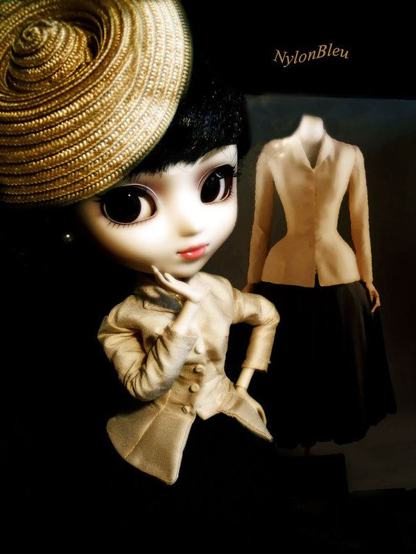 Pullips can do Dior too !!! - Mes Petites Pullips  Princess Ann wears a copy of the famous Tailleur Bar from Dior.... fits her perfectly ! A walk to  the  costume institute ......