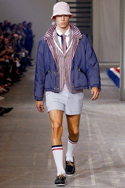 See the complete Moncler Gamme Bleu Spring 2016 Menswear collection.