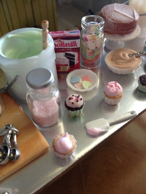 Frosting cupcakes 1:12 by It's a miniature life...is playing with clay, via Flickr