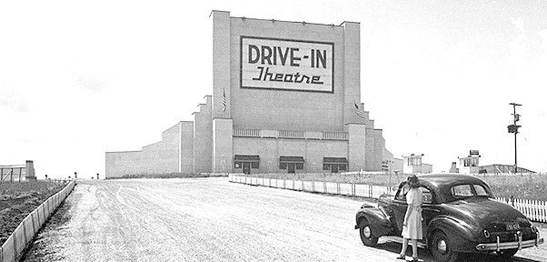 First Drive In Theater Camden New Jersey Drive In Movie Theater Drive In Movie Drive In Theater