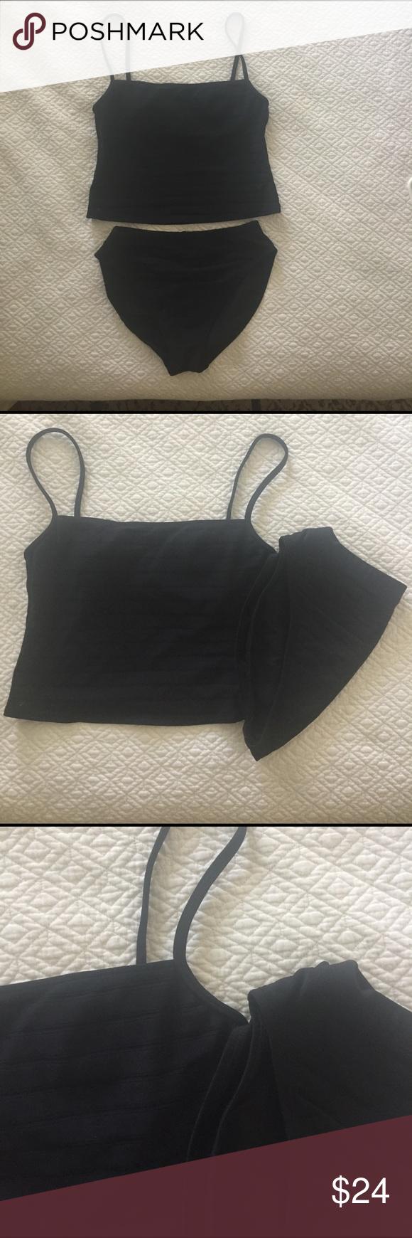 La Blanca Tankini Bathing Suit Black Tankini bathing suit. Great thick fabric with attractive texture. Size tag cut out. La Blanca Swim Bikinis
